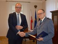 Wręczenie podziękowań Komendantowi Piotrowi Mazurowi przez Prezydenta Wojciech Bakuna w gabinecie prezydenckim