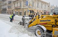 Odśnieżanie zatoki autobusowej przy ulicy Jagiellońskiej