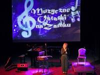 Dyrektor Renata Nowakowska na scenie Zamku