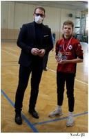 Wspólne zdjęcie jednego z uczestników turnieju z Prezydentem Bogusławem Świeżym