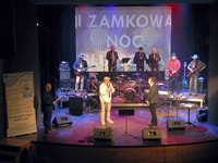 zespół Simple Music Team w sali widowiskowej Zamku Kazimierzowskiego