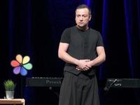 Czesław Mozil na scenie Zamku Kazimierzowskiego