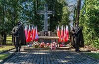 Warta honorowa przy Grobie Katyńskim na Cmentarzu Wojskowym