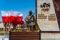 Żołnierze przy Pomniku Zesłańców Sybiru i Ofiar Katynia