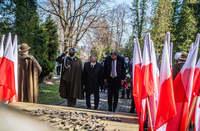 Prezydent Wojciech Bakun, Starosta Jan Pączek i Dowódca Garnizonu przed Grobem Katyńskim