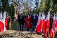 Radni Rady Miejskiej w Przemyślu przy Grobie Katyńskim