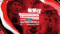 """Tablica promująca II Międzynarodowy Festiwal Filmowy o Totalitaryzmach """"Echa Katynia"""" – 15–18 kwietnia 2021."""