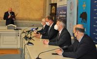 Zdjęcie z odbywającej się 16 kwietnia konferencji prasowej, podczas której zostało zawarte wielostronne porozumienie w zakresie produkcji i dystrybucji ciepła systemowego na terenie Miasta Przemyśla. Sygnatariuszami porozumienia byli: PGNiG TERMIKA, Miasto Przemyśl, PGNiG TERMIKA Energetyka Przemyśl oraz Miejskie Przedsiębiorstwo Energetyki Cieplnej (MPEC). Współpraca obejmie rozpoczęty już projekt PGNiG TERMIKA – przejęcie w eksploatację i modernizacja Ciepłowni Zasanie w Przemyślu.