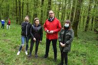 akcja sadzenia drzew w Parku na Lipowicy - Prezydent Miasta wraz z uczestnikami