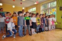 Grupa dzieci na spotkaniu z Prezydentem