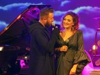 występ w wykonaniu małżeńskiego duetu Agnieszka Sokolnicka i Voytek Soko Sokolnicki na scenie Zamku Kazimierzowskiego