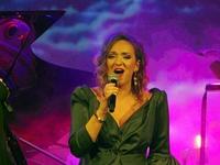 Agnieszka Sokolnicka podczas występu na scenie Zamku