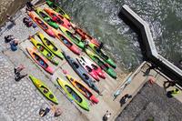 kajaki na brzegu przy przepławce w Ostrowie
