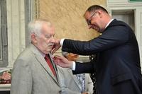 wręczenie medal za długoletnie pozycie