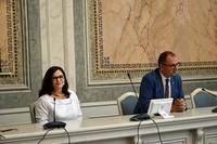 Wicewojewoda Jolanta Sawicka i Prezydent Wojciech Bakun za stołem prezydialnym