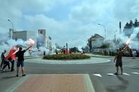 Uczestnicy uroczystości przy Rondzie Wołyńskim - rozpalenie rac