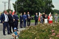 Uczestnicy uroczystości przy Rondzie Wołyńskim - Prezydent Wojciech Bakun, Zastępca Bogusław Świeży i radny Tomasz Leszczyński