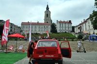 czerwony maluch radia ZET na przemyskim Rynku