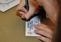 Galeria Uczniowie SP nr 6 sprawdzają, czy dorośli przemyślanie tabliczkę mnożenia znają