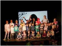 """Galeria Ponad 400 osób obejrzało premierowy spektakl Teatru SAN pt. """"Jajko"""". Wspaniała zabawa i pozytywne przesłanie – nie tylko dla dzieci!"""