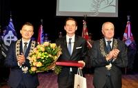 Galeria Wręczenie aktu nadania tytułu Honorowego Obywatela Miasta Przemyśla Panu Przemysławowi Babiarzowi