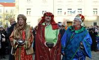 Galeria Orszak Trzech Króli w asyście aniołów przewędrował ulicami miasta