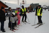 Galeria Przemyska policja zaprasza najmłodszych na stok narciarski