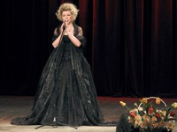 Galeria Niezwyczajny koncert z okazji Dnia Kobiet - Nina Nowak urzekała głosem…