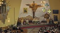 Galeria Arcybiskup Adam Szal konsekrował kościół na osiedlu Kmiecie