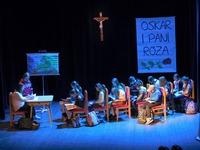 """Galeria Poruszający spektakl bez happy endu - """"Oskar i Pani Róża"""" na deskach przemyskiego Zamku"""
