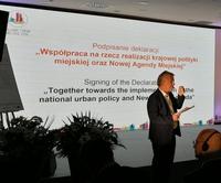Galeria Podczas forum została podpisana deklaracja o współpracy na rzecz realizacji krajowej polityki miejskiej oraz Nowej Agendy Miejskiej.