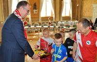 """Galeria Orlątka idą jak burza! Mali piłkarze zdobywcami I i III miejsca w turnieju finałowym """"o Puchar Tymbarku""""!"""