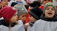 Galeria Mazurek Dąbrowskiego na ponad tysiąc głosów. Przemyślanie wspólnie wyśpiewali hymn narodowy