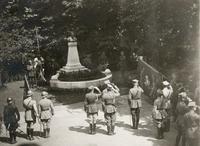 Odsłonięcie pomnika J. Piłsudskiego w 7 sierpnia 1921 r. w ogrodzie kasyna garnizonowego w Przemyślu, fot. Ze  zbiorów MNZP