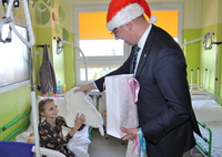 Galeria Wyjątkowi Mikołaje z wizytą u małych pacjentów przemyskiego szpitala