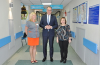 Galeria Maja jest pierwszą przemyślanką urodzoną w 2020 roku – w szpitalu odwiedził ją Prezydent Miasta Wojciech Bakun